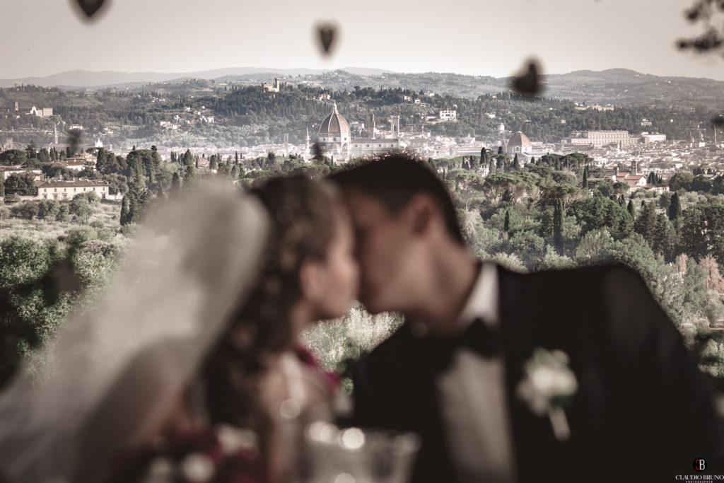 Kiss of the newlyweds in Florence