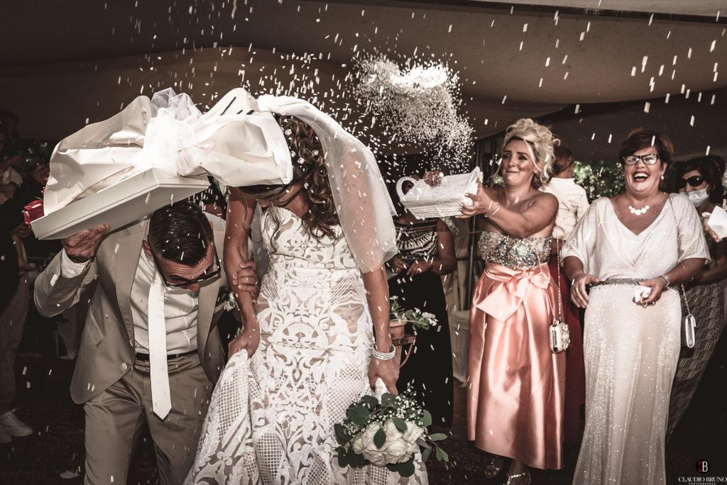 lancio del riso a gli sposi